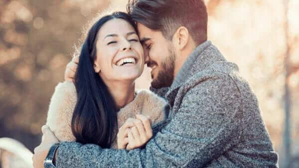 Tâm lý con trai khi chọn bạn gái - sự hài hước