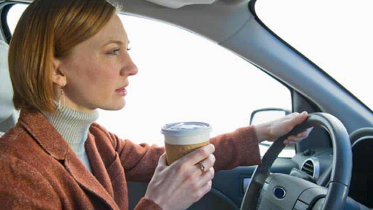 8 mẹo để tỉnh táo khi lái xe đường dài 1