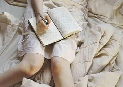 Viết nhật ký giấc mơ giúp giải tỏa tâm lý, tinh thần